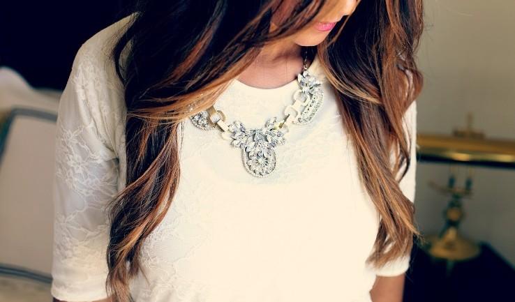 Comment bien choisir son collier en fonction de son haut?