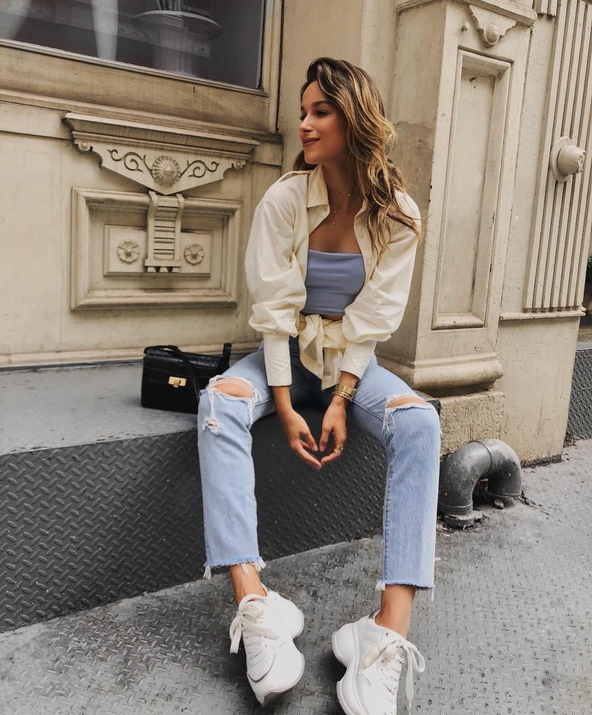 Sneakers femme: comment et où les porter?