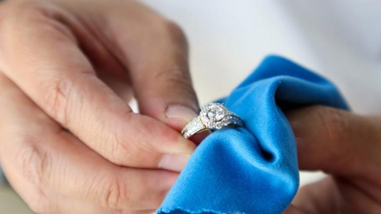 Comment désinfecter ses bijoux ?